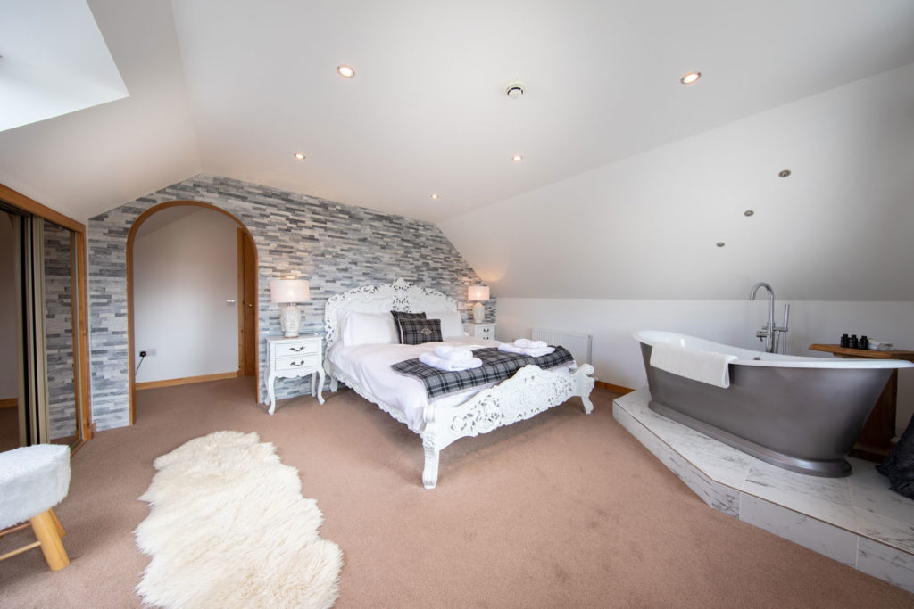 Bedrooms-BigHusky_Luxury-Lodge-Aviemore-16