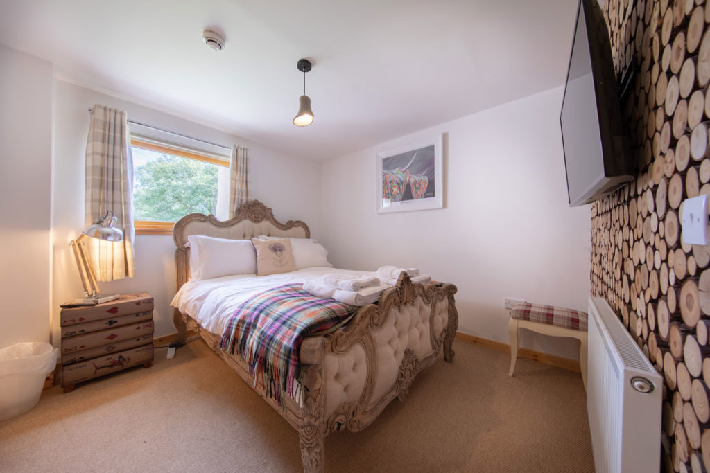 Bedrooms-BigHusky_Luxury-Lodge-Aviemore-40