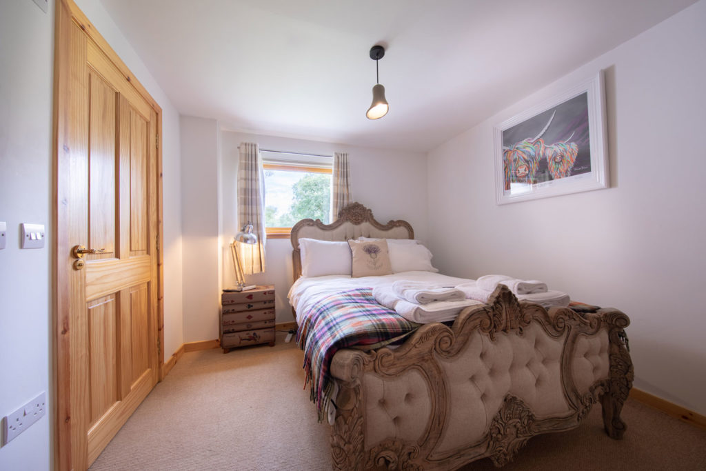 Bedrooms-BigHusky_Luxury-Lodge-Aviemore-41
