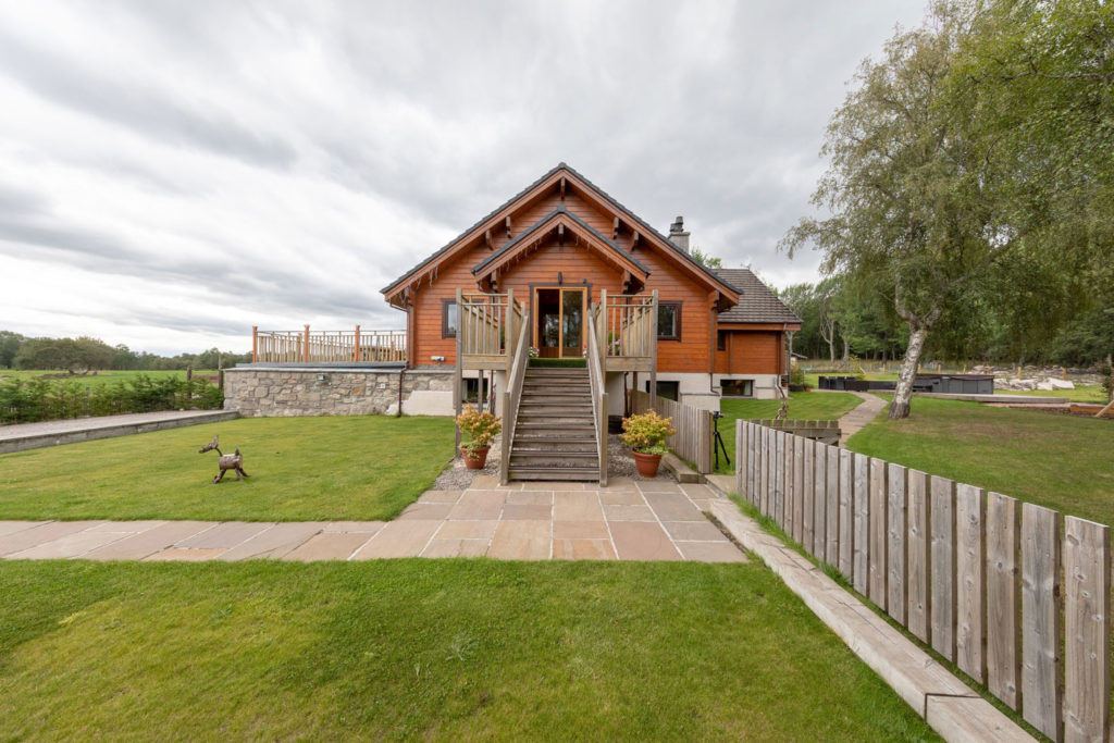 External-BigHusky_Luxury-Lodge-Aviemore-101