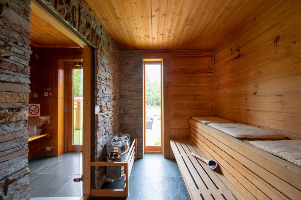 Spa-Hot-Tub-BigHusky_Luxury-Lodge-Aviemore-11