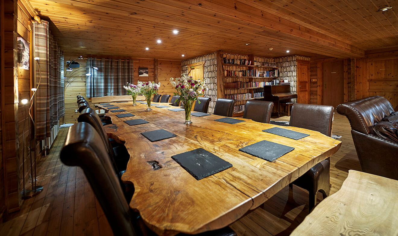 Big Husky Lodge 0100 web-Dining Table