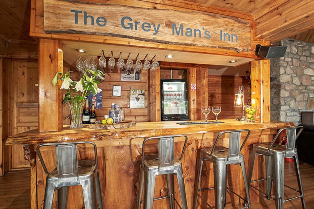 Grey Mans Inn Bar - Big Husky Lodge