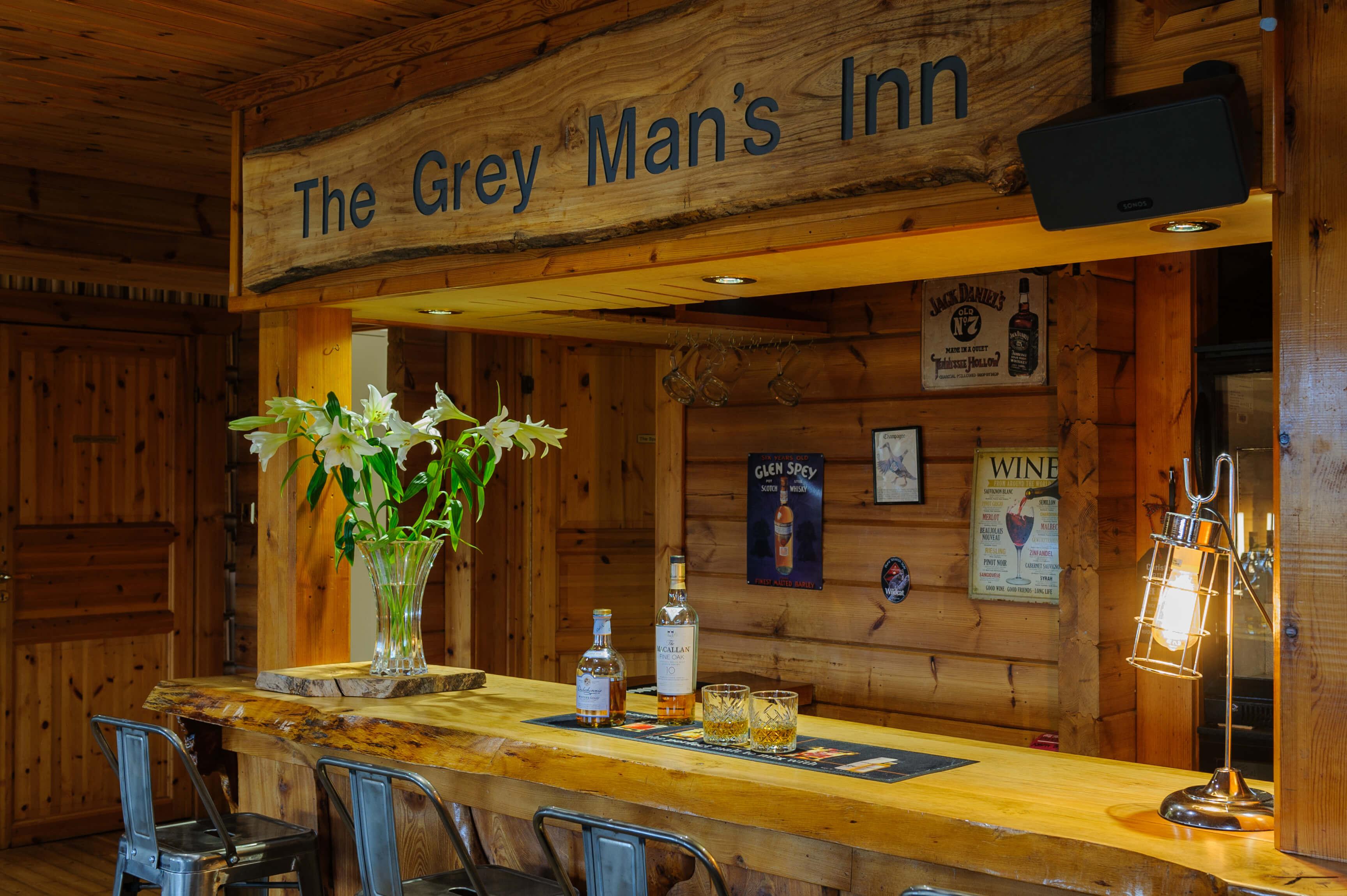 Grey Mans Inn with Whisky on Bar S – C200321-017
