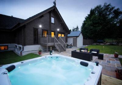 Hot Tub and Lodge