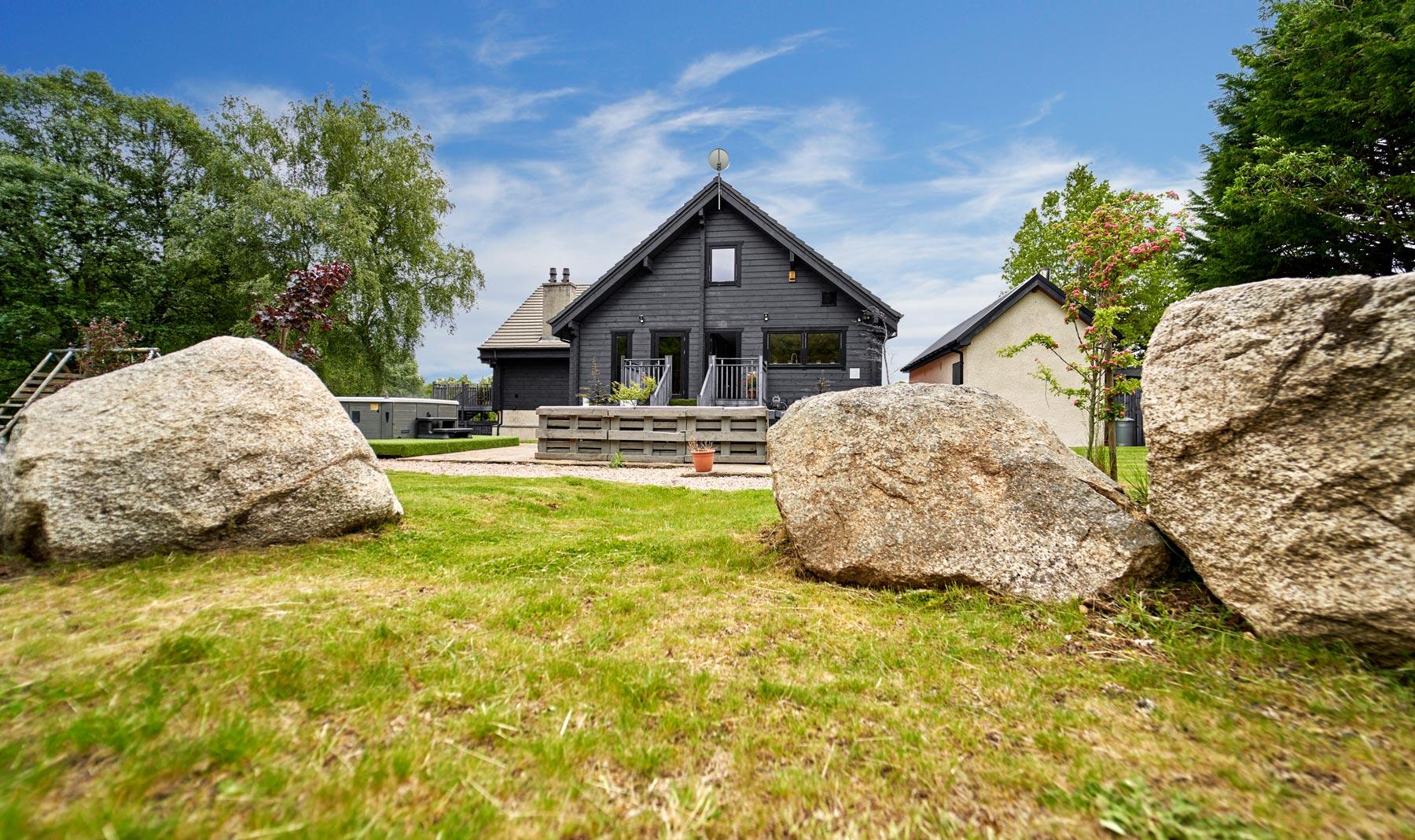 Big-Husky-Lodge-Garden-Rocks-Grey