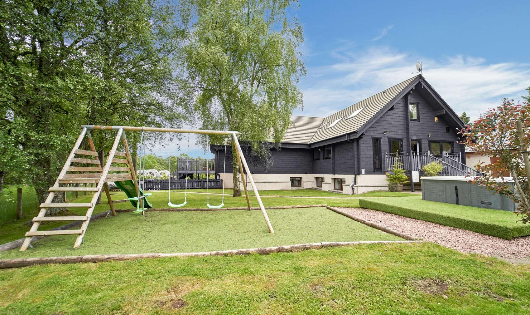 Big-Husky-Lodge-Play-Area-Grey